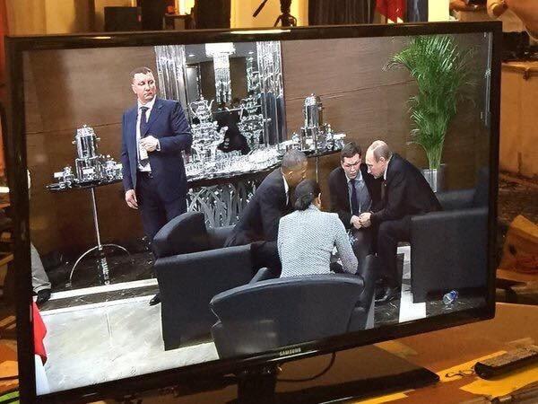 Примостились в уголке: Обама с Путиным переговорили в холле G20