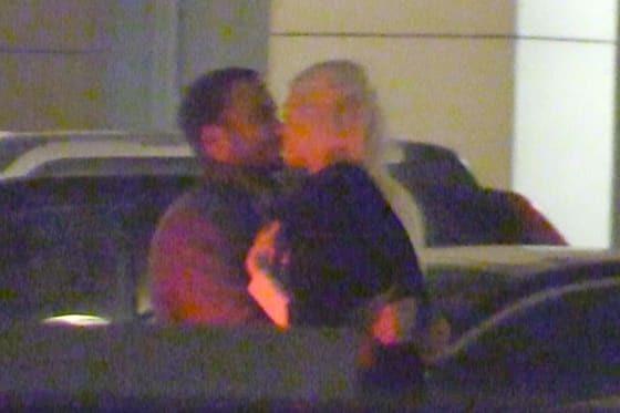 Бывшую невесту Тимати застали за страстными поцелуями с Чадовым: фотофакт