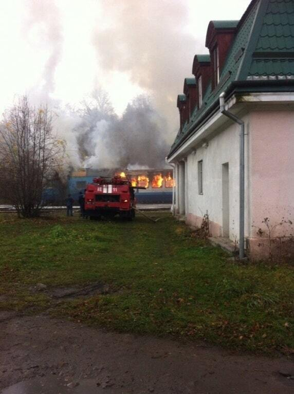 На Івано-Франківщині загорівся пасажирський потяг: фотофакт