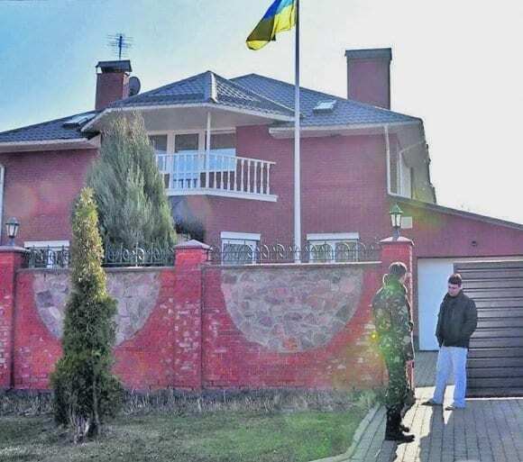 Другий Янукович: ЗМІ дізналися, як їде на роботу кортеж Яценюка