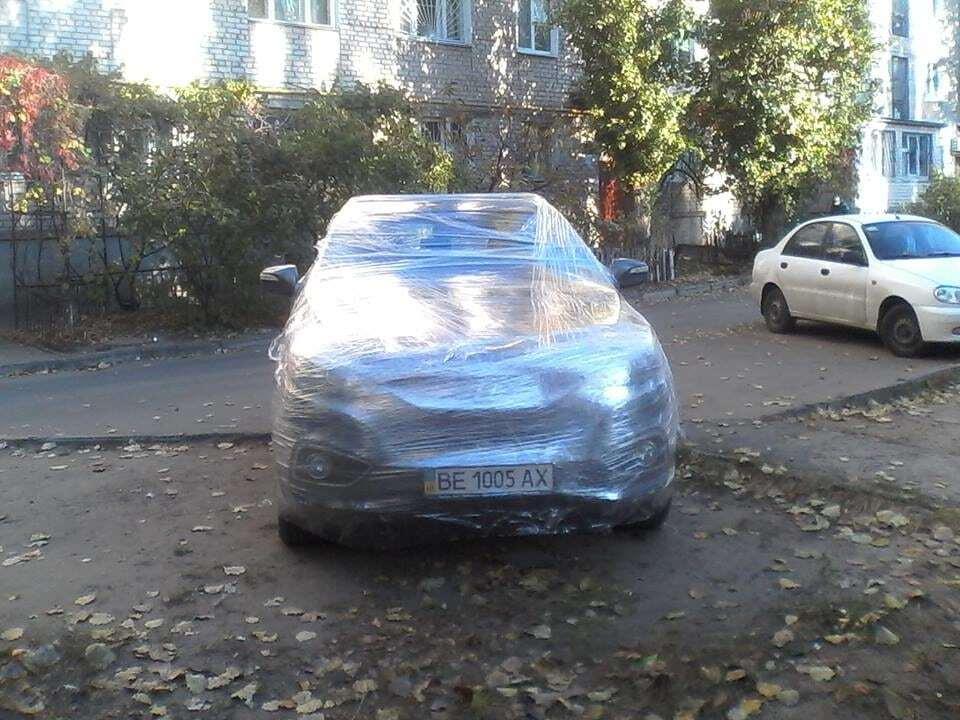 """У Миколаєві креативно покарали """"героя парковки"""": опубліковано фото"""