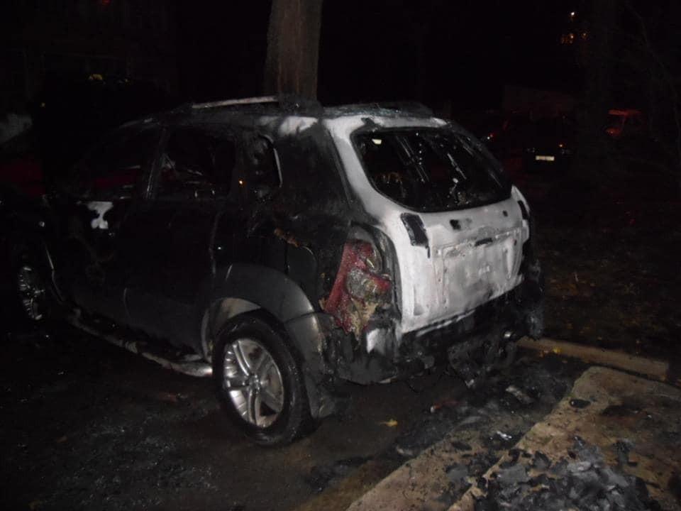 У Києві палали автомобілі: фотофакт