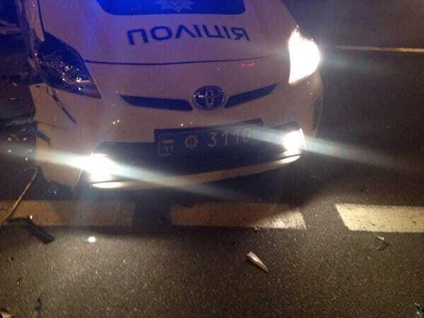 У Києві вночі авто поліції потрапило у ДТП: опубліковані фото