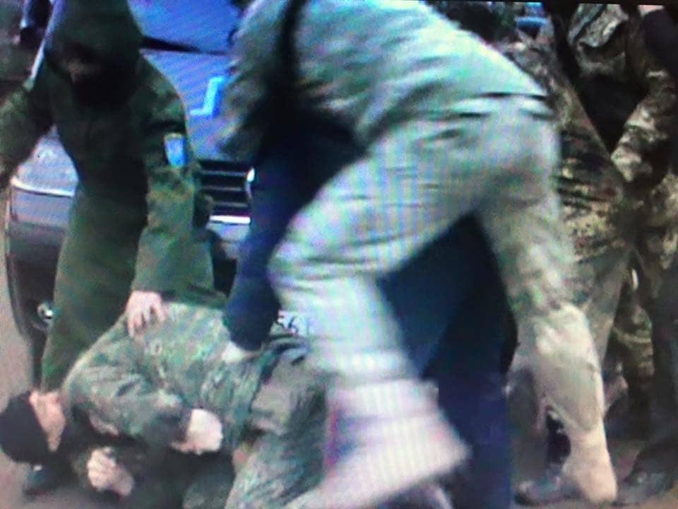Учасник блокади Криму вдарив ножем поліцейського - Ківа