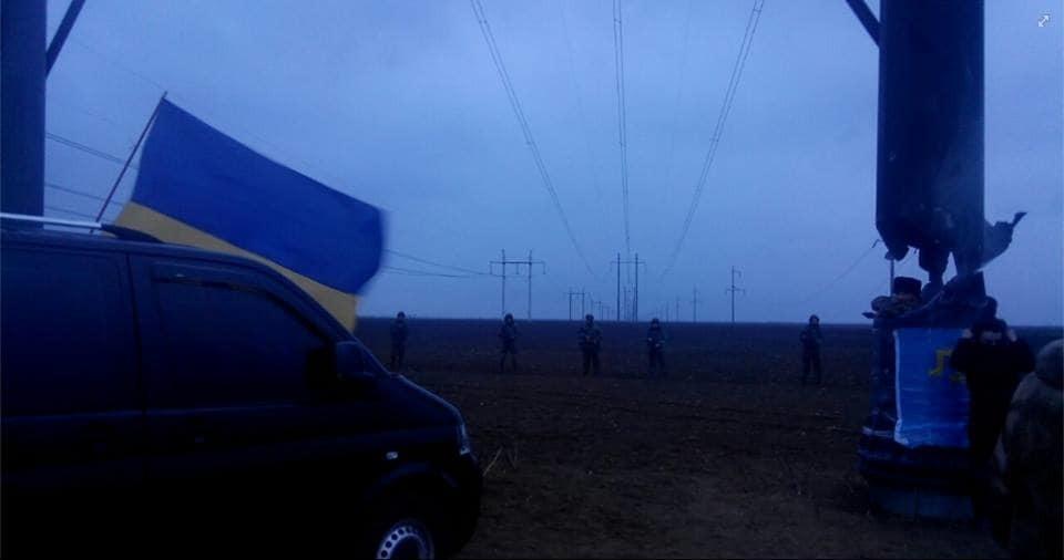 Силовики напали на учасників блокади Криму: всі подробиці