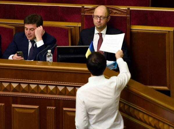 Яценюк емоційно відреагував на кримінальне провадження проти Мартиненка: фотофакт