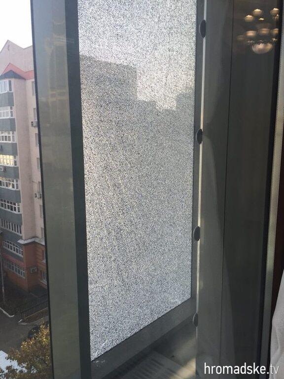 У мережі з'явилися фото наслідків обстрілу кабінету Шокіна