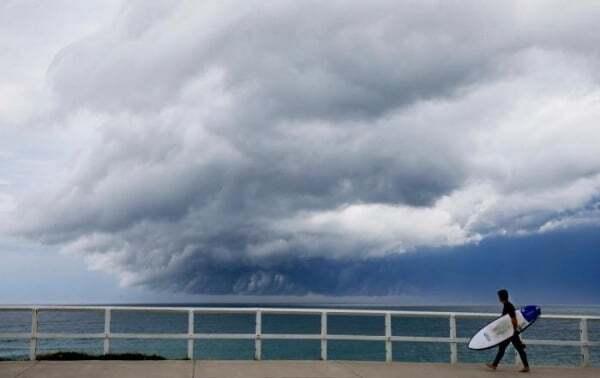 Австралию накрыло гигантское цунами из облаков: грядет буря