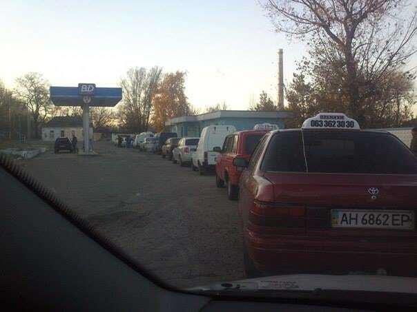 На окупованому Донбасі проблеми з бензином і газом на заправках