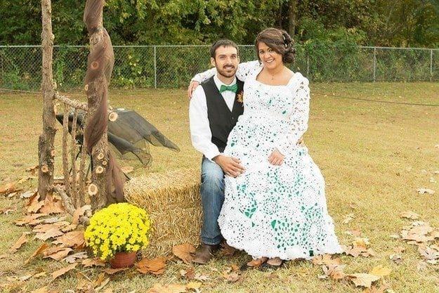 Не дарма старалась: дівчина витратила 8 місяців, щоб зв'язати весільну сукню