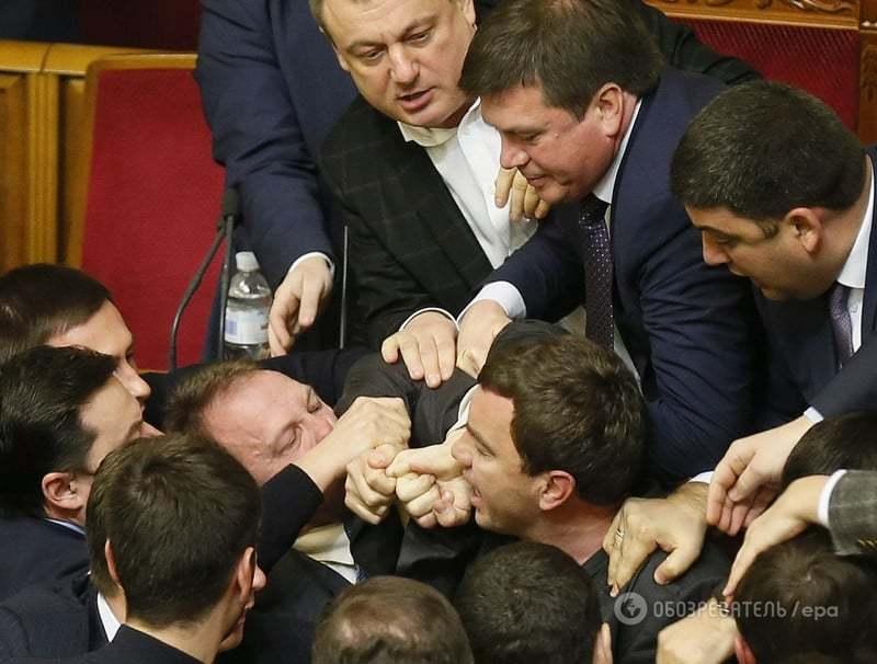 Покусился на детородный орган: обнародованы фото нападения на Яценюка