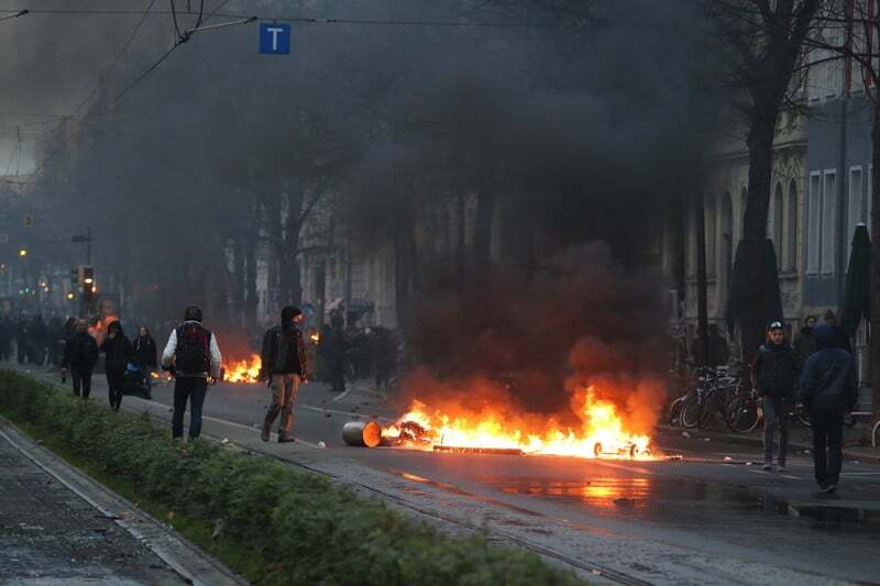 Лейпциг в огне: в городе столкнулись неонацисты и антинацисты