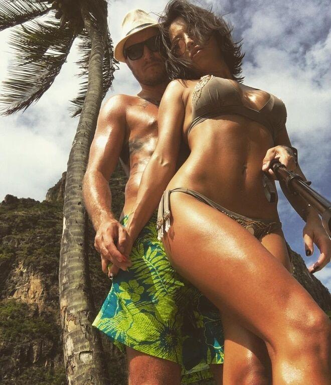 Пишногруда дружина футболіста збірної України показала гарачі фото з відпочинку