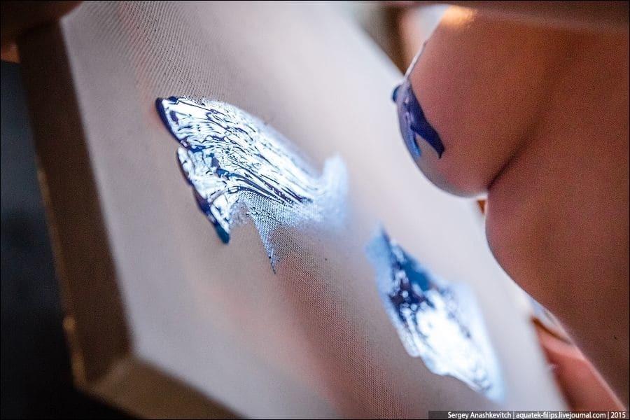 Обнаженная живопись: художница показала, как рисует картины