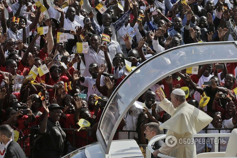 """Год Папы Франциска: о рабах компьютера, """"сладких"""" коррупционерах и святых грешниках"""