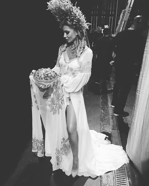 """""""Мисс Вселенная - 2015"""": украинка показала роскошный национальный костюм"""