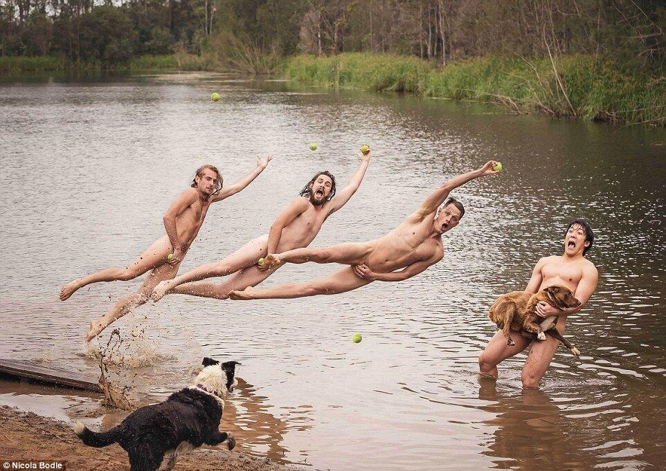 Сексі-ферма: голі студенти з Австралії підтримали сільське господарство. Фото ню