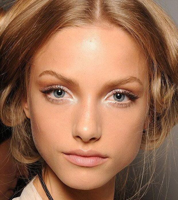 Makeup for blondes with hazel eyes
