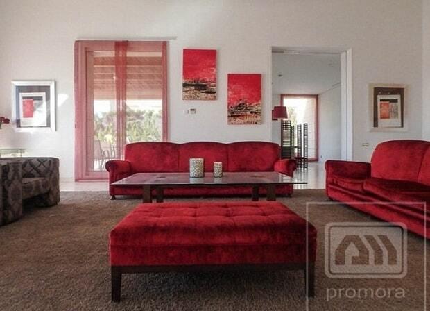 Вісім ванних кімнат і футбольне поле: Кріштіану Роналду вразив своїм маєтком: приголомшливі фото кімнат