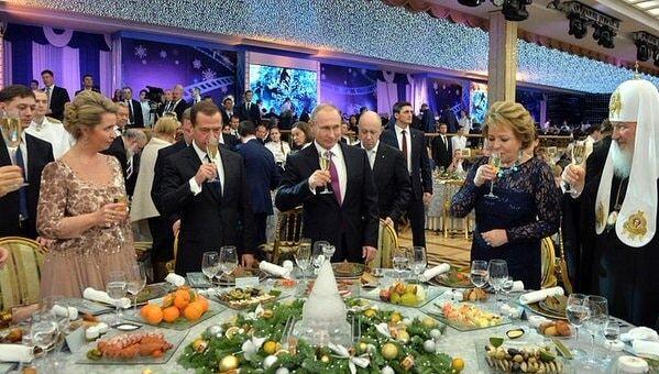 Скріпи звалилися: заради Путіна патріарх Кирило порушив пост. Фотофакт