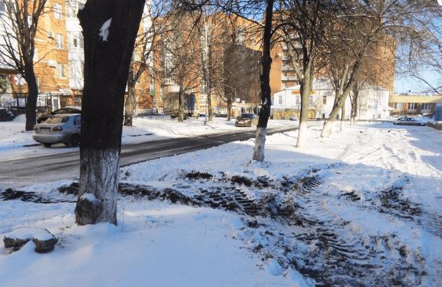 У Полтаві ремонтники поклали асфальт на майже 350 тис. поверх снігу: фотофакт