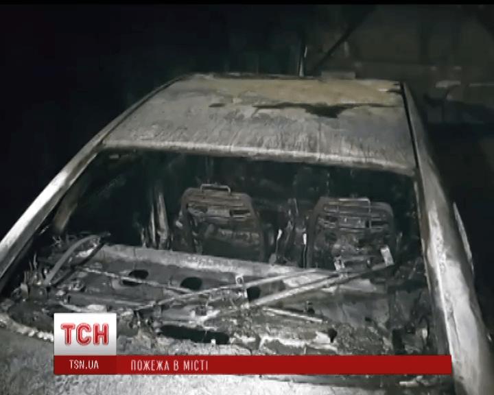 На підземному паркінгу в Києві згорів автомобіль