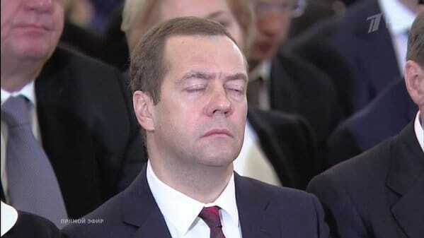 """Баюшки-баю, Дімон: соцмережі """"тролять"""" Медведєва, """"сплячого"""" на виступі Путіна"""