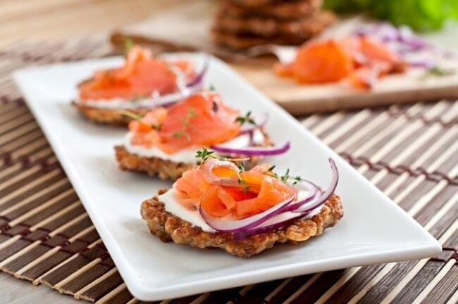 Пальчики оближеш: 9 смачних закусок для новорічної вечірки