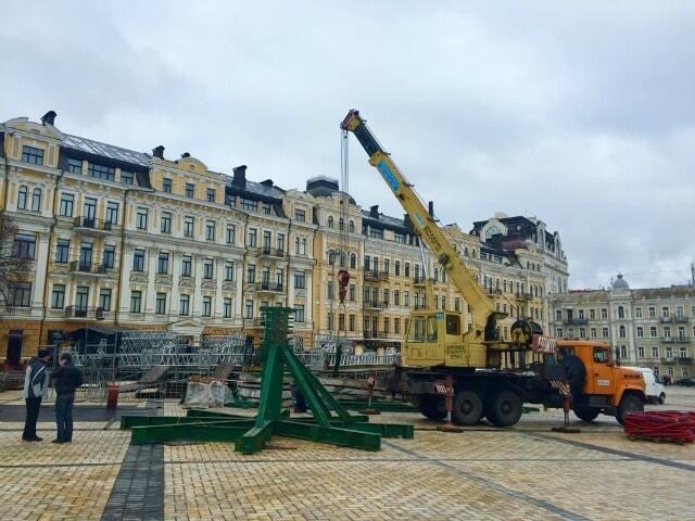 У Києві почали будувати різдвяне містечко: опубліковані фото