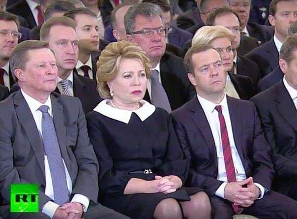 """Медведєв і Ко зробили """"траурні"""" обличчя під час виступу Путіна: фотофакт"""