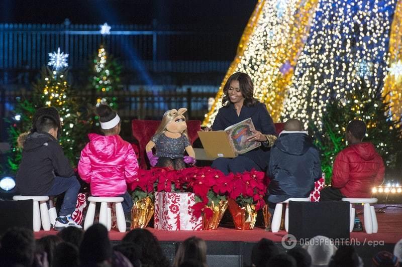 Модний Обама з родиною запалив головну ялинку США: яскравий фоторепортаж