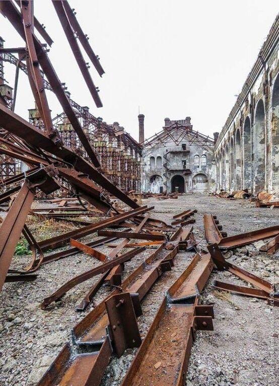 """""""Прощавай, Хогвартс"""": одну з найкрасивіших будівель України """"пиляють на метал"""""""