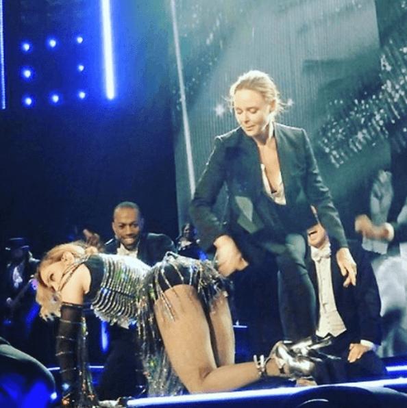 Дочь Пола Маккартни выпорола Мадонну на сцене