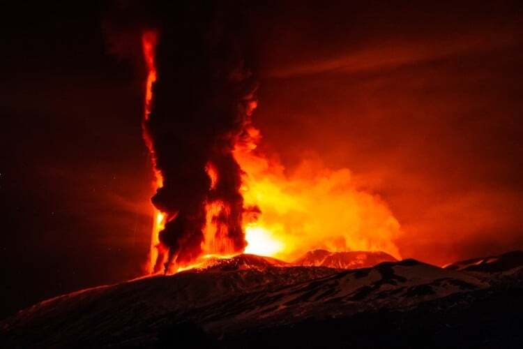 В Італії через виверження вулкана Етна закрили авіаперельоти