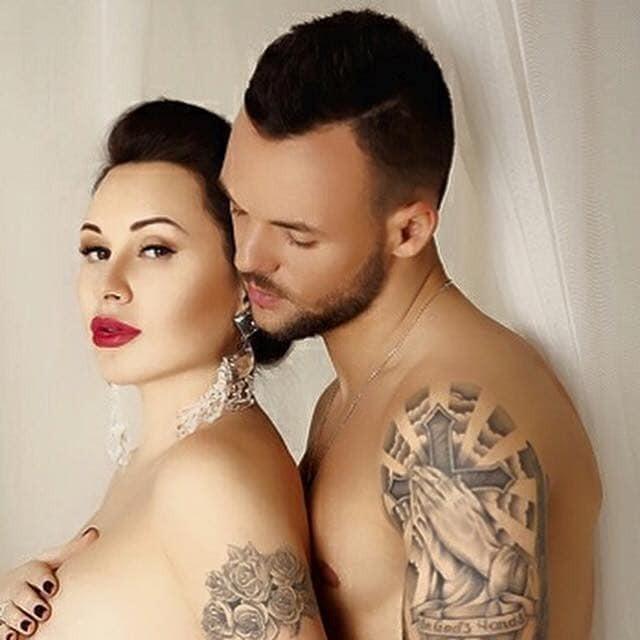 """Футболист """"Динамо"""" с женой снялись в эротической фотосессии"""