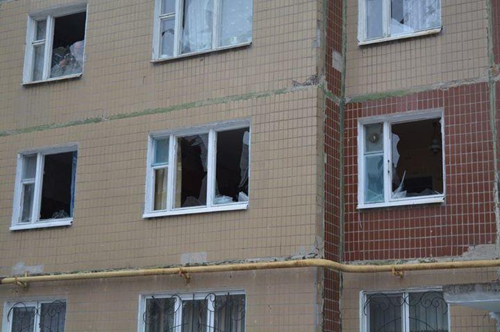 Поранений Краматорськ: опубліковано відео моменту обстрілу і нові фото наслідків