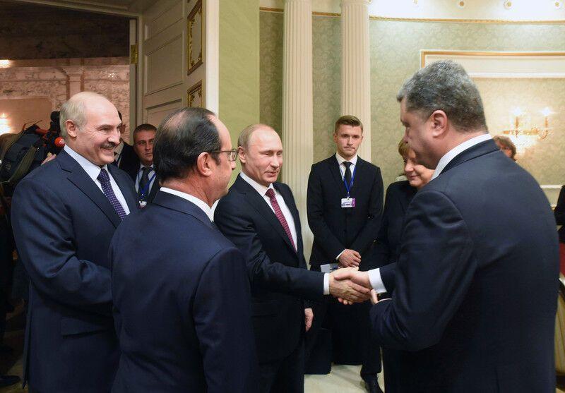 Переговоры в Минске. Путин и Порошенко пожали друг другу руки: фото и видео