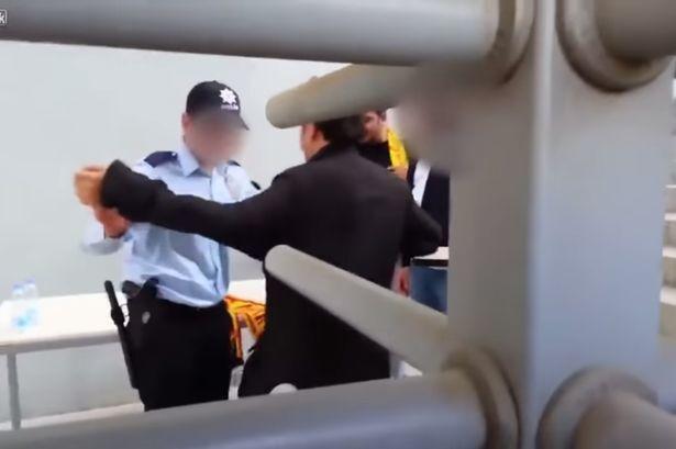 Турецкий фанат пытался пронести на стадион 23 бутылки пива: фото и видео задержания