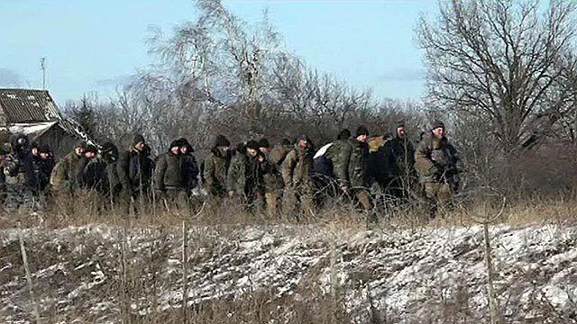 Российские СМИ показали колонну пленных воинов АТО под Дебальцево: опубликованы фото