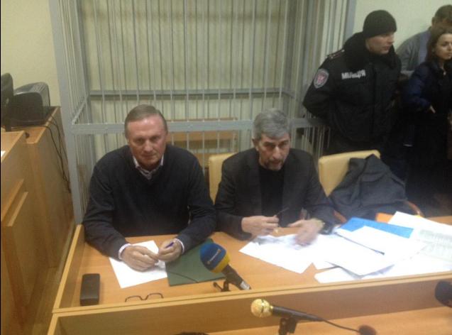 Ефремов прибыл в Печерский суд Киева, заседание будет закрытым для СМИ: фотофакт
