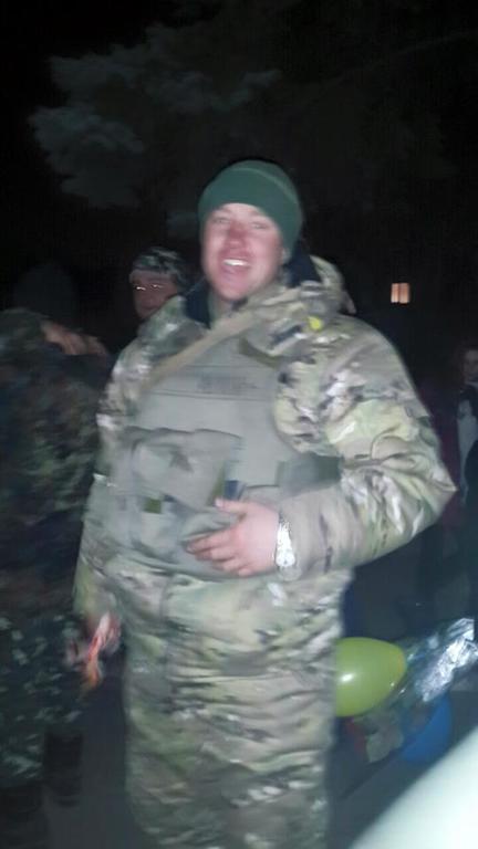 С тортами и цветами. Бойцов АТО, приехавших из Дебальцево, встретили как героев: фото и видео