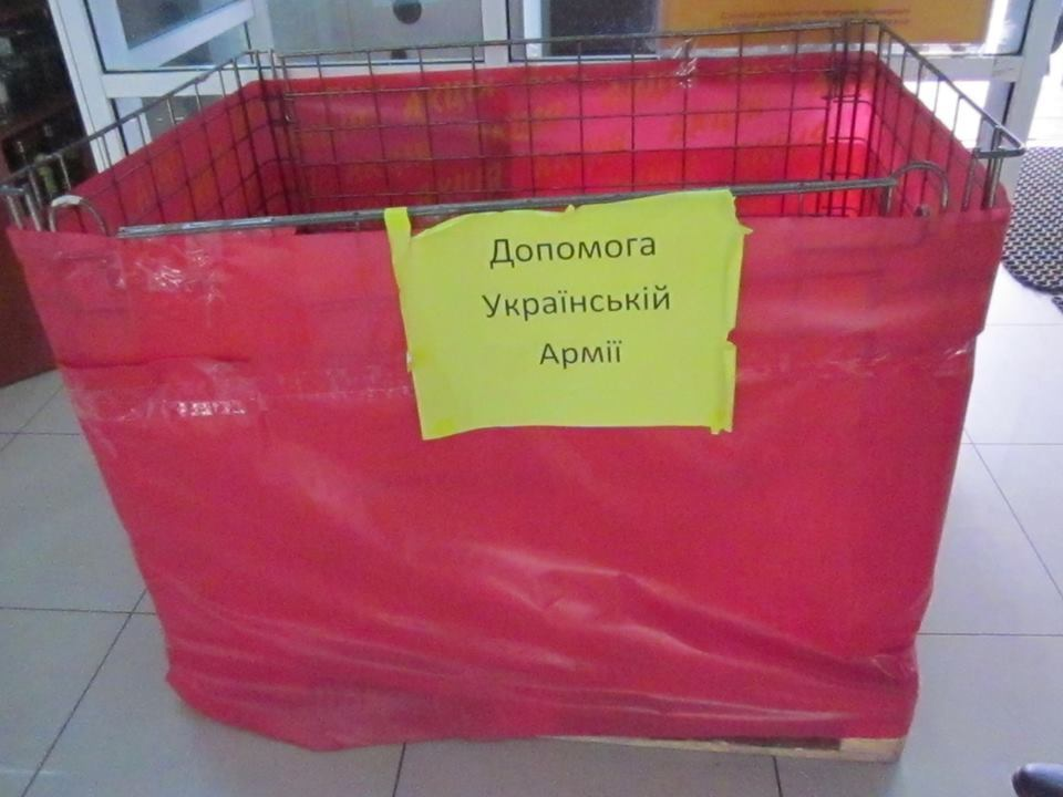 В освобожденном Северодонецке корзину помощи воинам АТО наполняют мусором: фотофакт