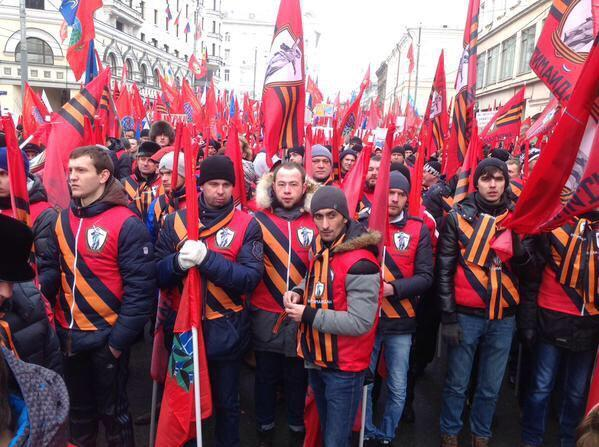 """Нас заставили!"". Тысячи москвичей свезли на митинг против ""фашизма в Украине"": фото и видео"