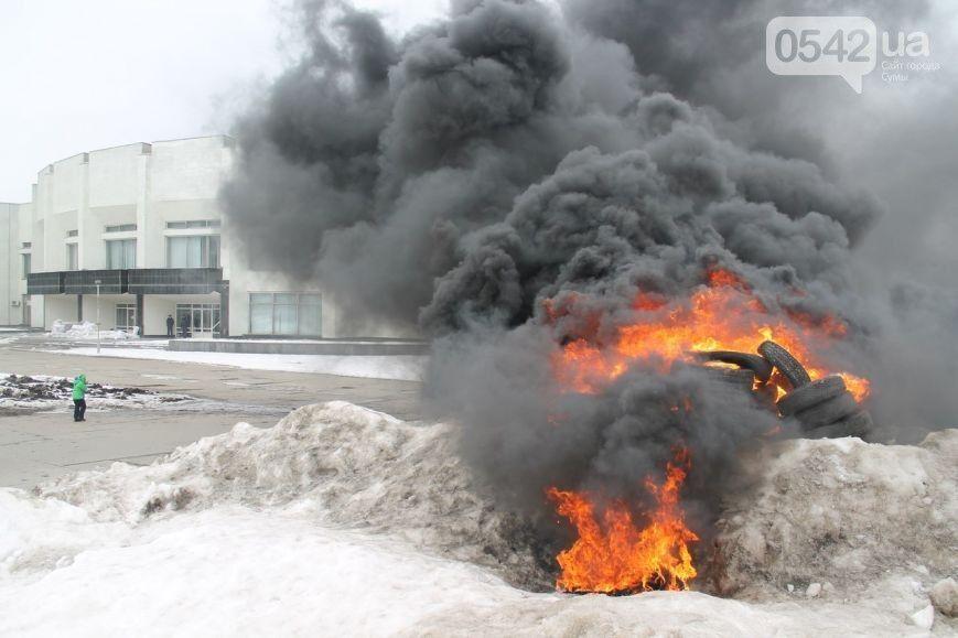 """В Сумах на костре из покрышек сожгли """"Путина"""": опубликованы фото и видео"""