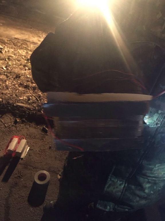 Подробности ЧП в Мариуполе. Предотвращен теракт: погиб милиционер, есть раненые