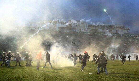 Греческие фанаты устроили армагеддон в битве за Афины: шокирующее фото и видео