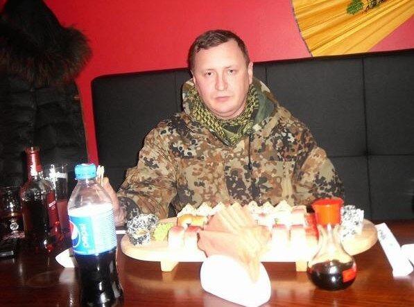 В Луганске боевики объедаются суши, а голодные пенсионеры с 5 утра занимают очередь за похлебкой