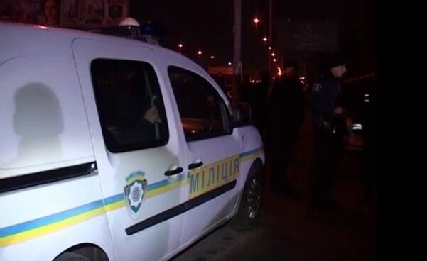 В Киеве неизвестный тяжело ранил двух милиционеров