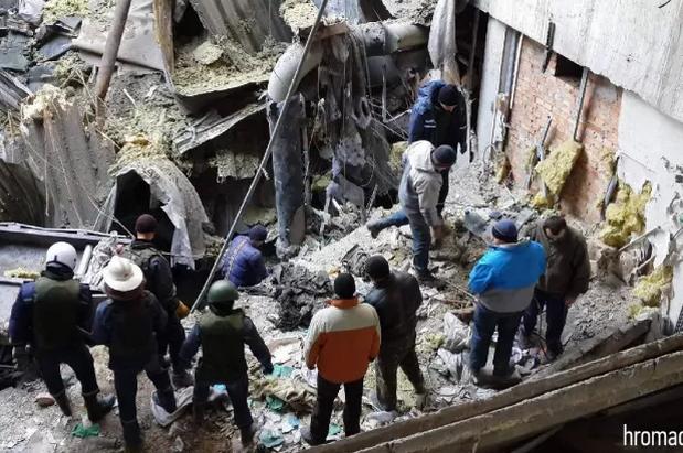 """В донецком аэропорту нашли тела семи погибших """"киборгов"""": фотофакт"""