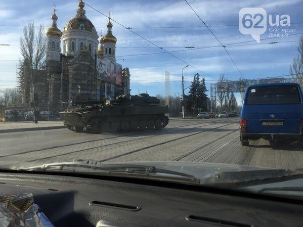 По улицам Донецка разъезжает российская бронетехника: фотофакт